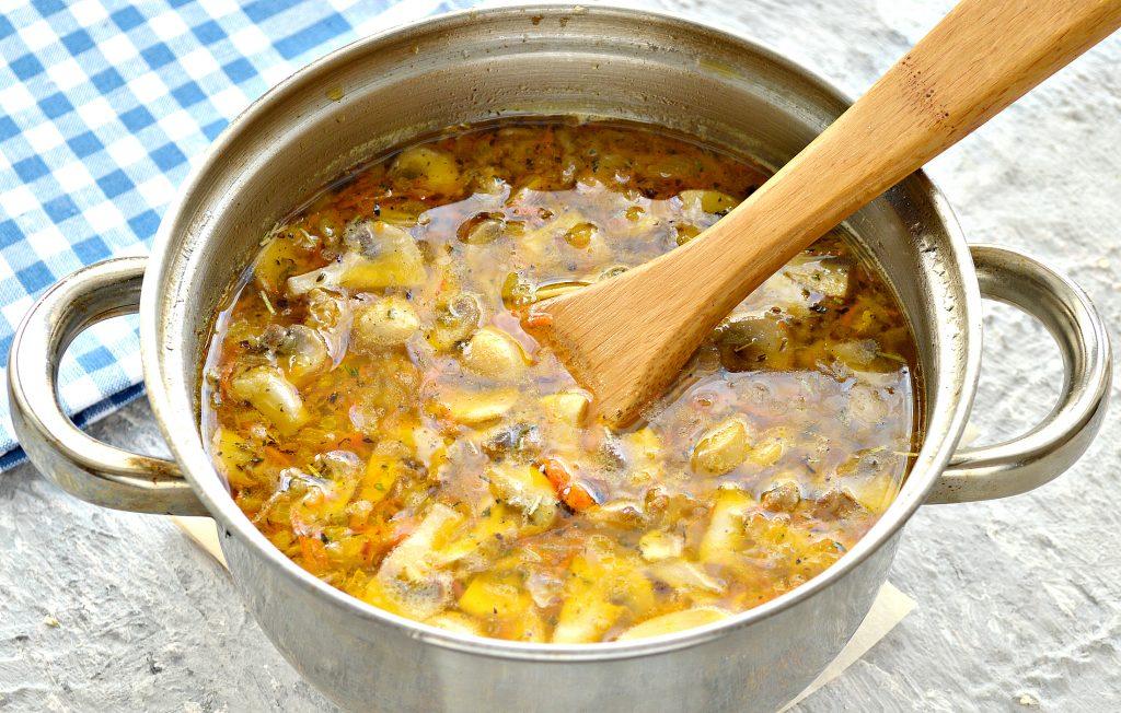 Фото рецепта - Куриный суп с лапшой и шампиньонами - шаг 7