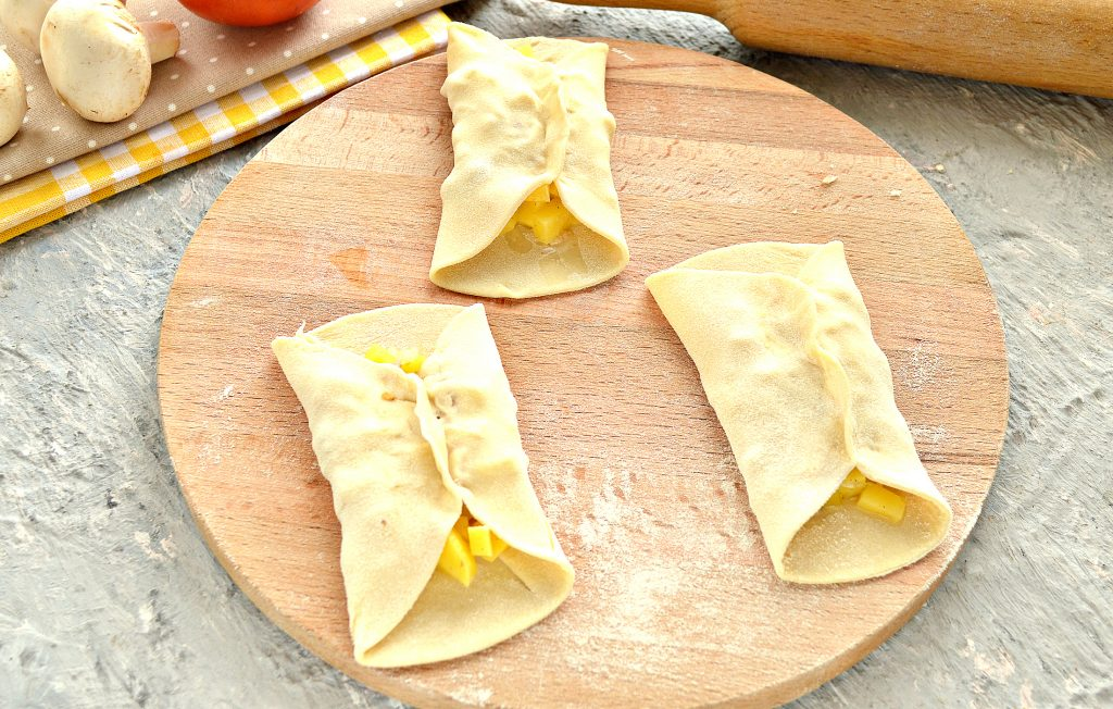 Фото рецепта - Постные манты с грибами и картошкой - шаг 7