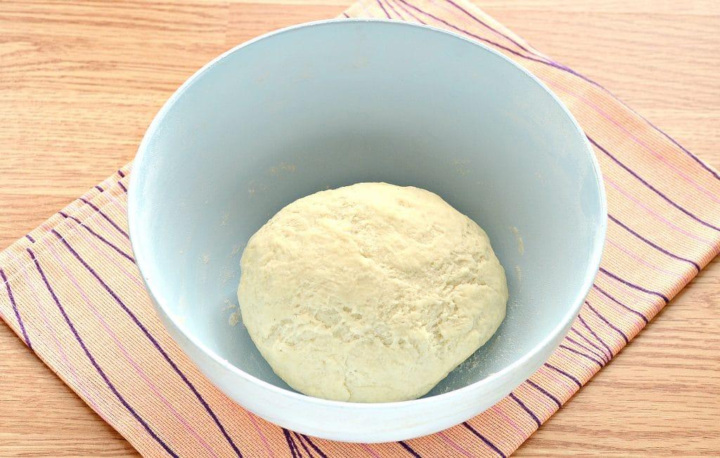 Фото рецепта - Дрожжевое тесто для пиццы на молоке - шаг 7