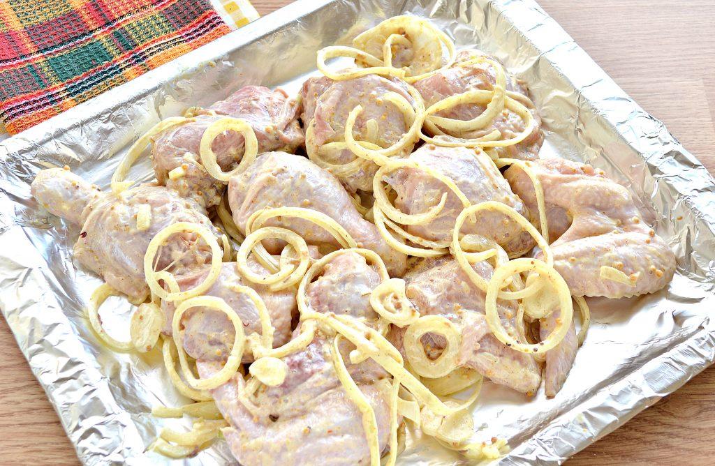 Фото рецепта - Шашлык из курицы с чесноком и луком в духовке - шаг 6