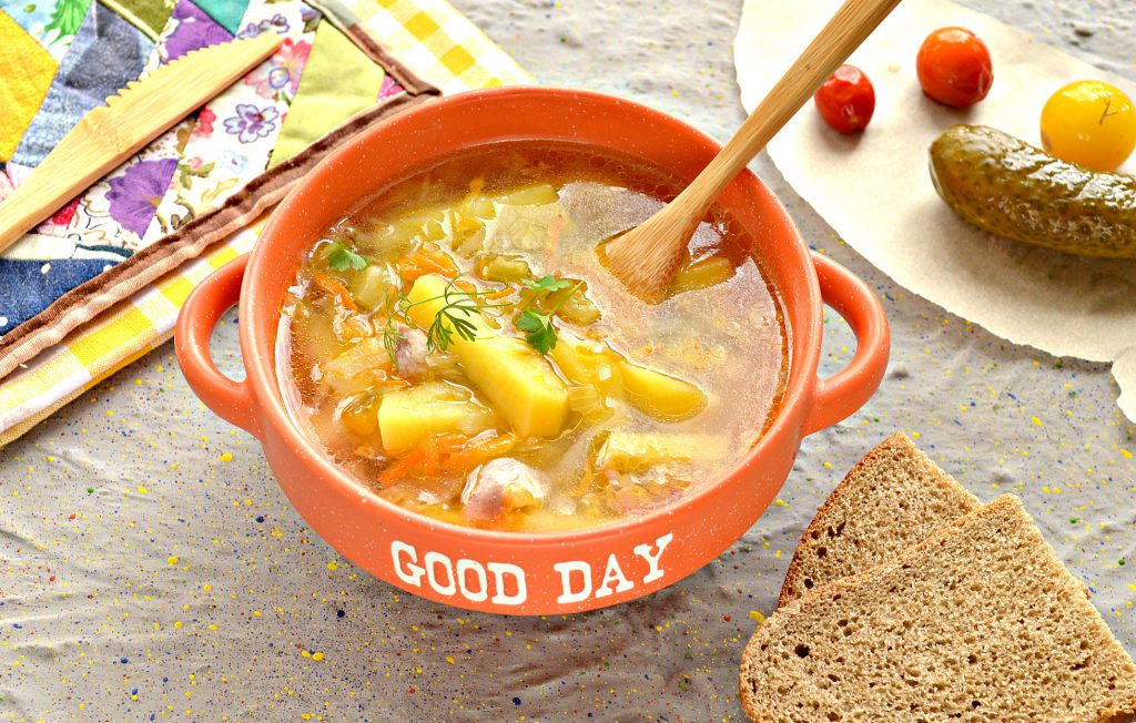 Фото рецепта - Щи с курицей и солеными огурцами - шаг 7