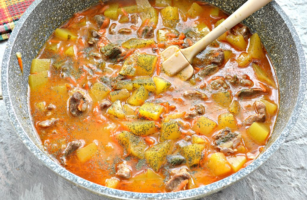 Фото рецепта - Подлива с говядиной и кабачками - шаг 7
