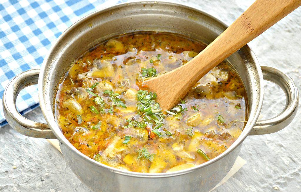Фото рецепта - Куриный суп с лапшой и шампиньонами - шаг 8