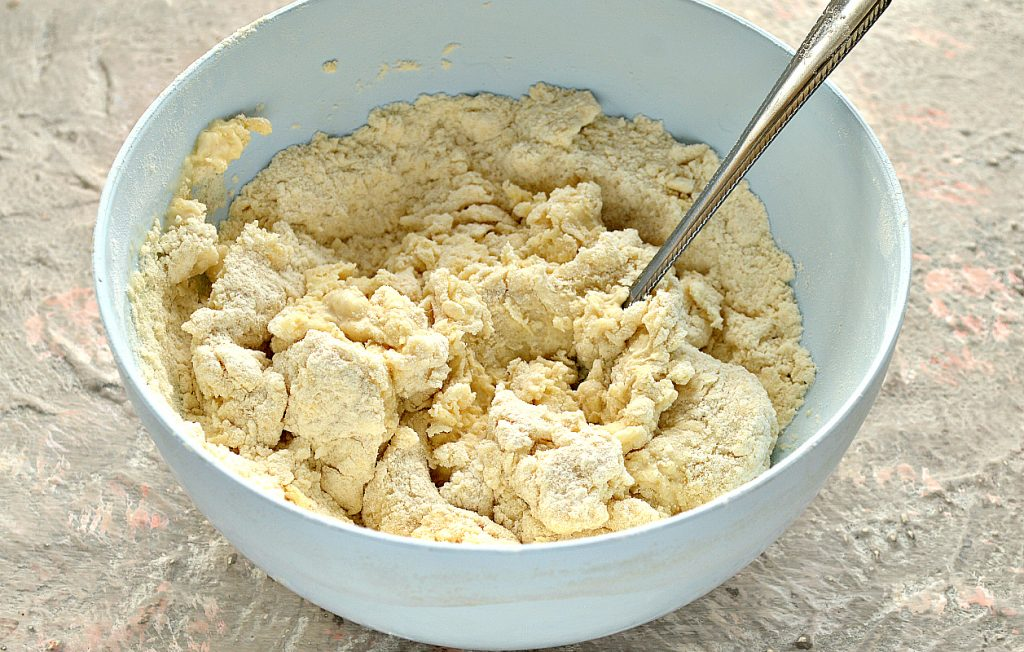 Фото рецепта - Песочно-дрожжевое тесто - шаг 8