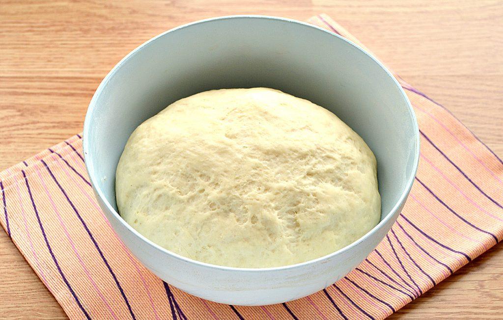 Фото рецепта - Дрожжевое тесто для пиццы на молоке - шаг 8