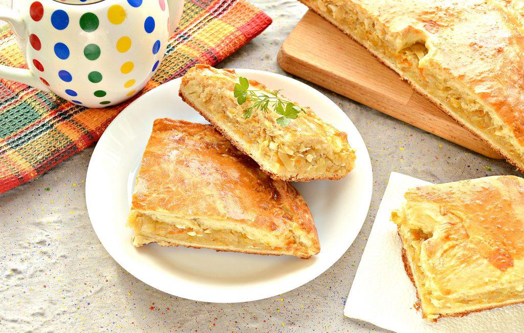 Фото рецепта - Вкусный дрожжевой пирог с капустой в духовке - шаг 8
