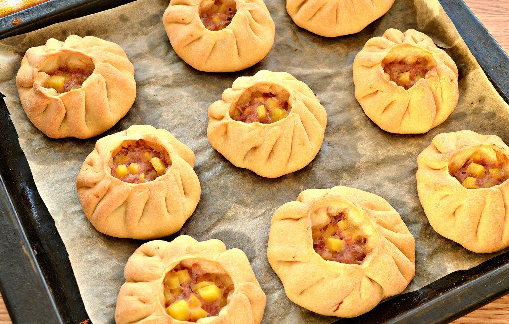 Фото рецепта - Вак-беляши в духовке с картошкой и фаршем - шаг 8