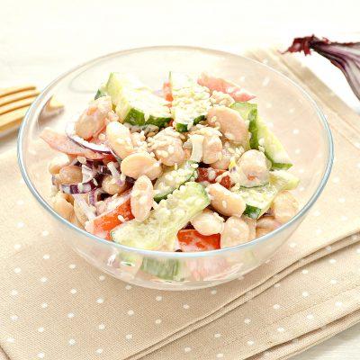 Овощной салат с фасолью и красным луком - рецепт с фото