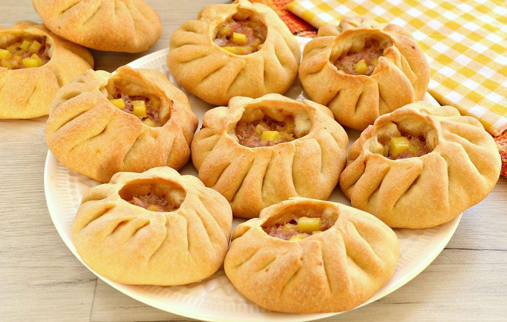 Фото рецепта - Вак-беляши в духовке с картошкой и фаршем - шаг 9