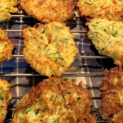 Драники с кабачками и сыром (оладьи) - рецепт с фото