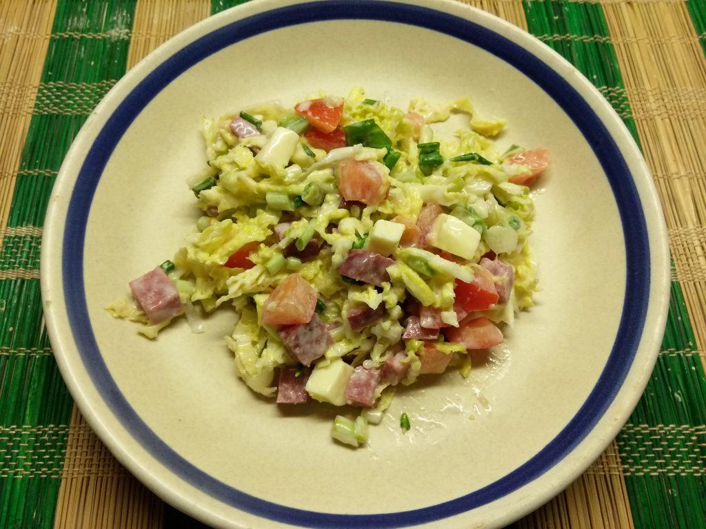 Фото рецепта - Капустный салат с салями и яблоком - шаг 8