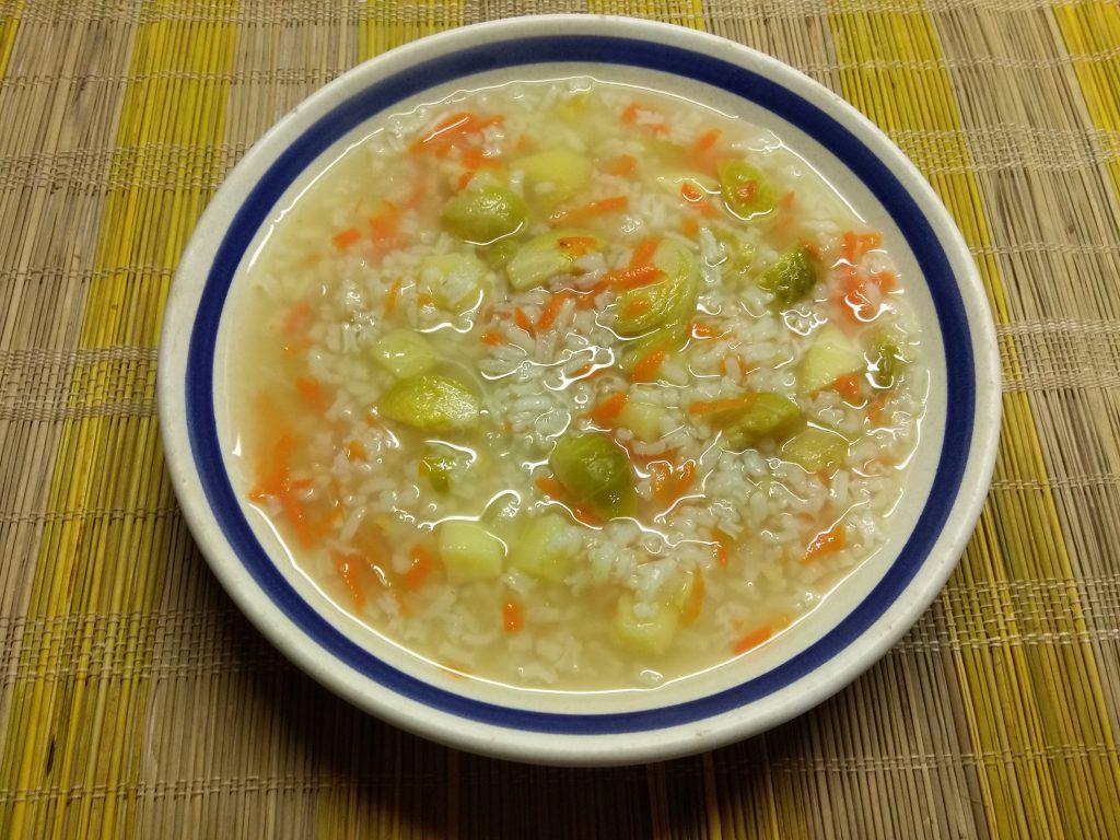Фото рецепта - Постный суп из брюссельской капусты и риса - шаг 7