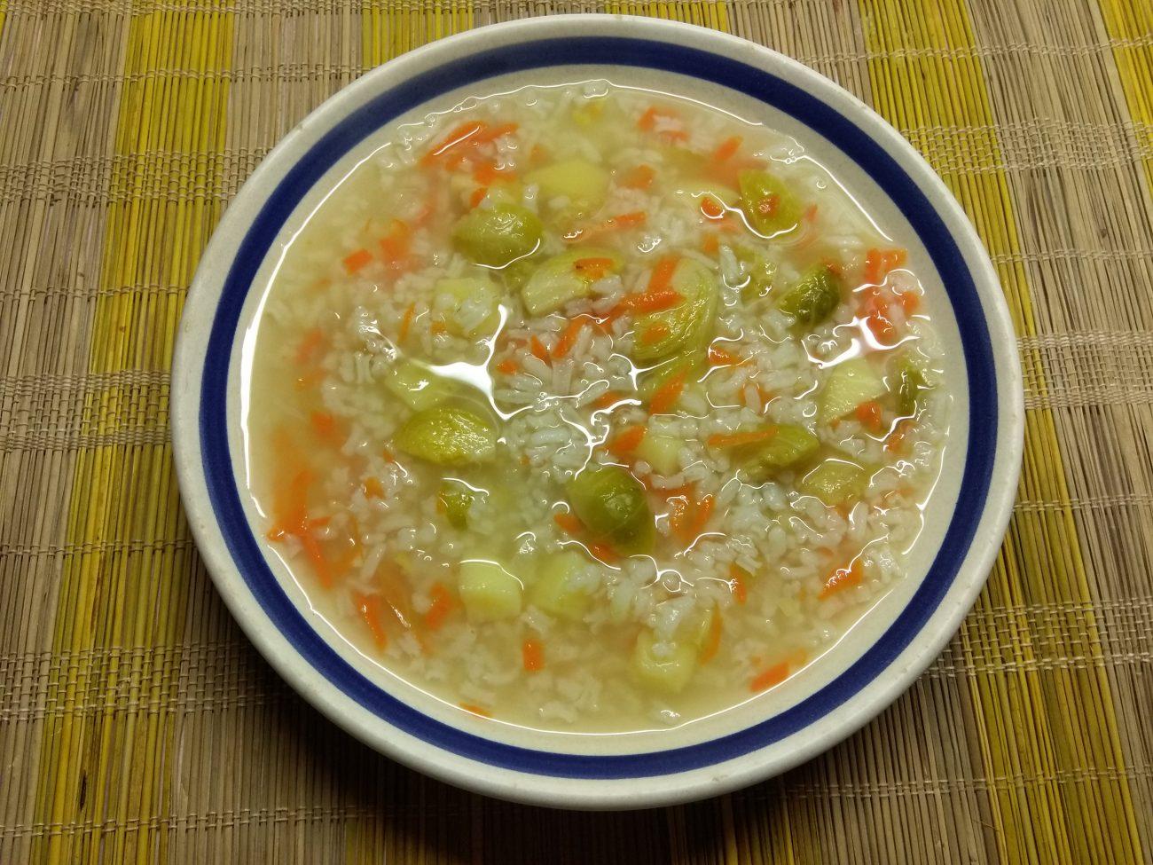 Постный суп из брюссельской капусты и риса