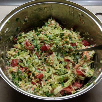 Фото рецепта - Салат из свежих овощей с черемшой - шаг 6