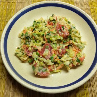 Салат из свежих овощей с черемшой - рецепт с фото