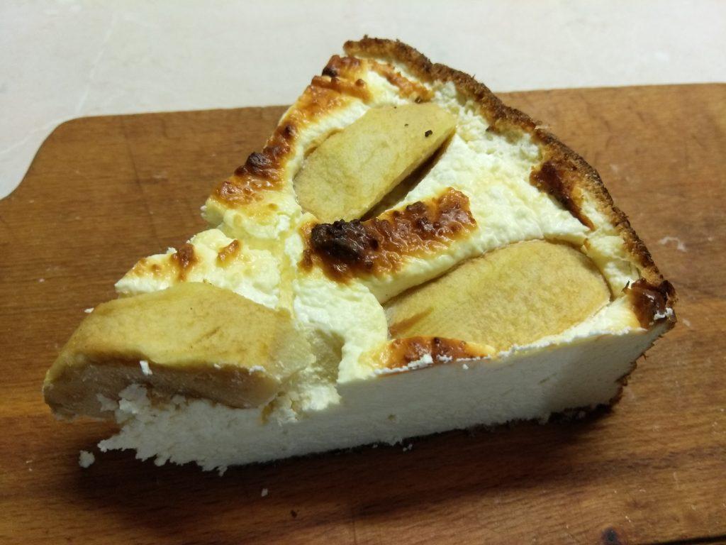 Фото рецепта - Творожная запеканка с яблоками - шаг 7