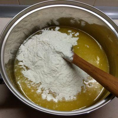 Фото рецепта - Торт на песочном тесте с клюквой и орехами - шаг 2