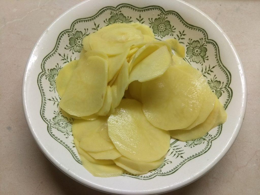 Фото рецепта - Картофельный чипсы со специями - шаг 2