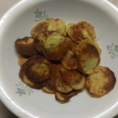 Фото рецепта - Картофельный чипсы со специями - шаг 5