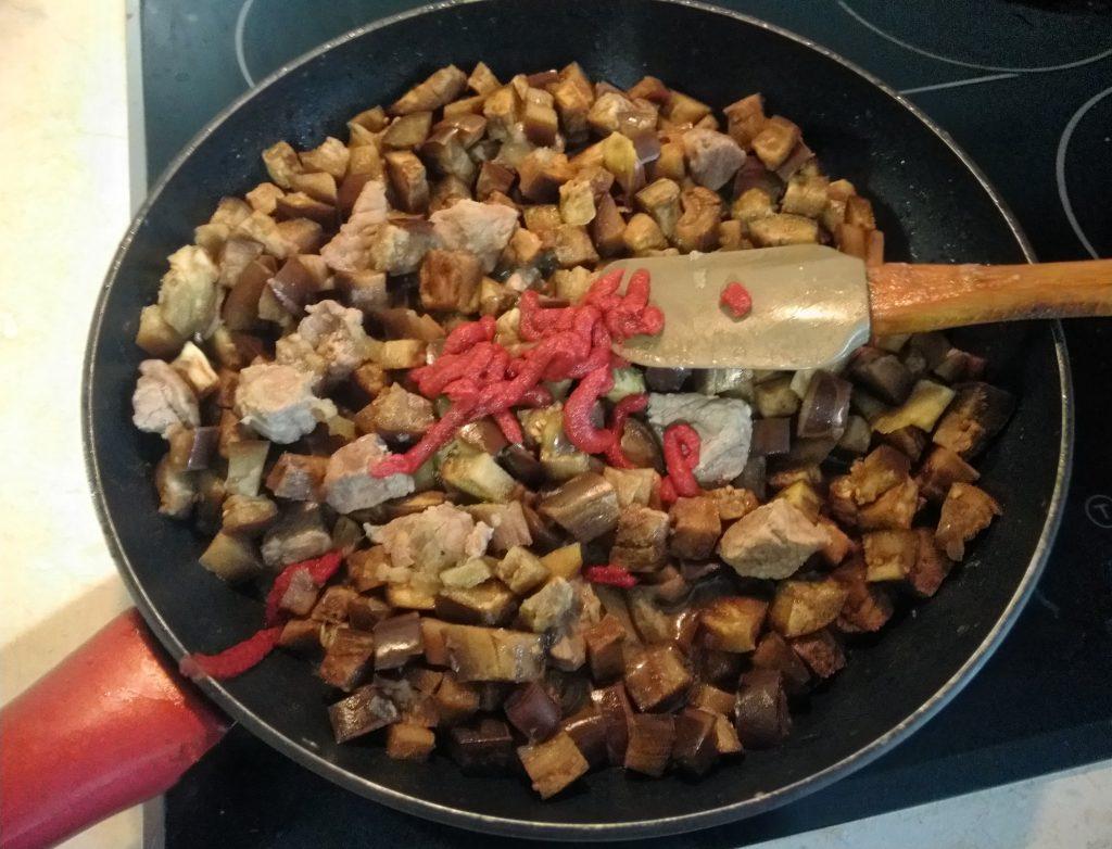 Фото рецепта - Рагу из свинины и баклажанов - шаг 4