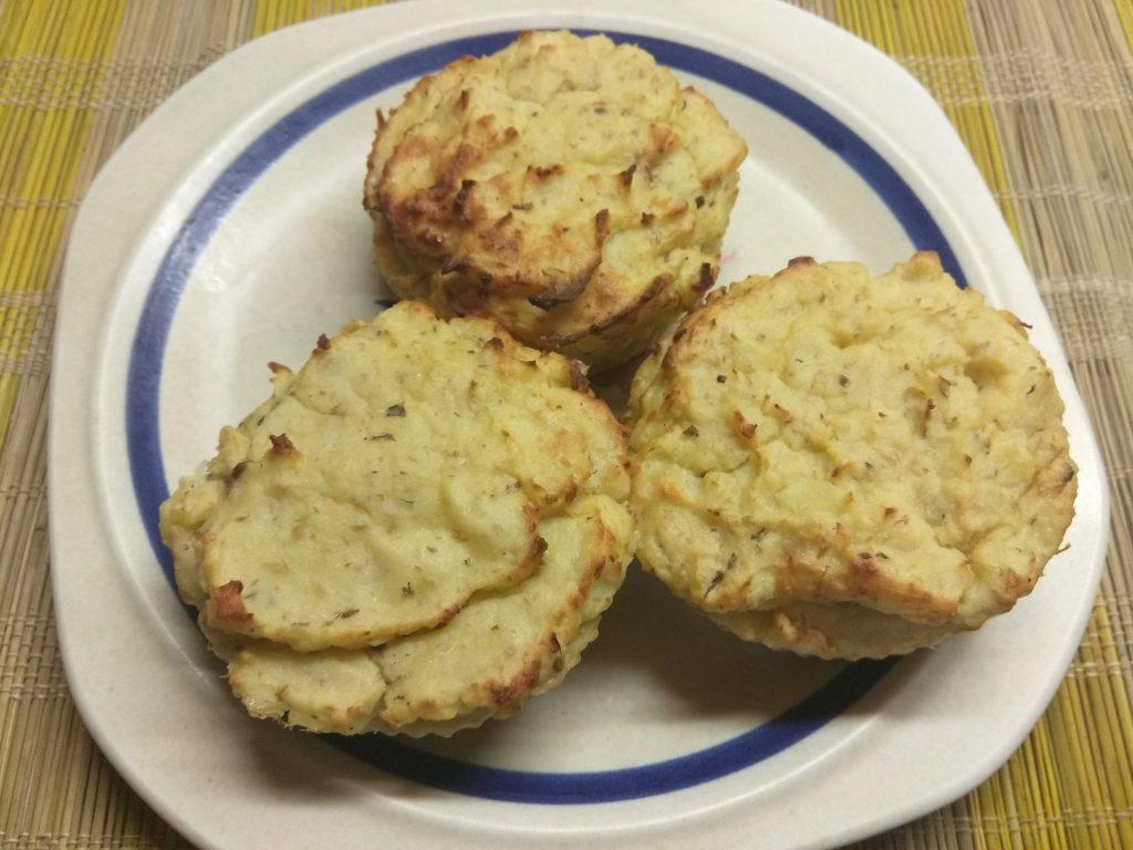 Фото рецепта - Картофельные кексы с консервированными сардинами - шаг 6