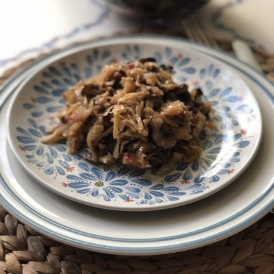 Капуста тушеная с грибами и томатами - рецепт с фото