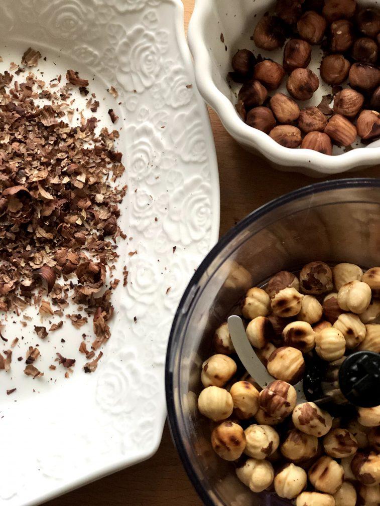 Фото рецепта - Конфеты из орехов и фиников без сахара - шаг 3