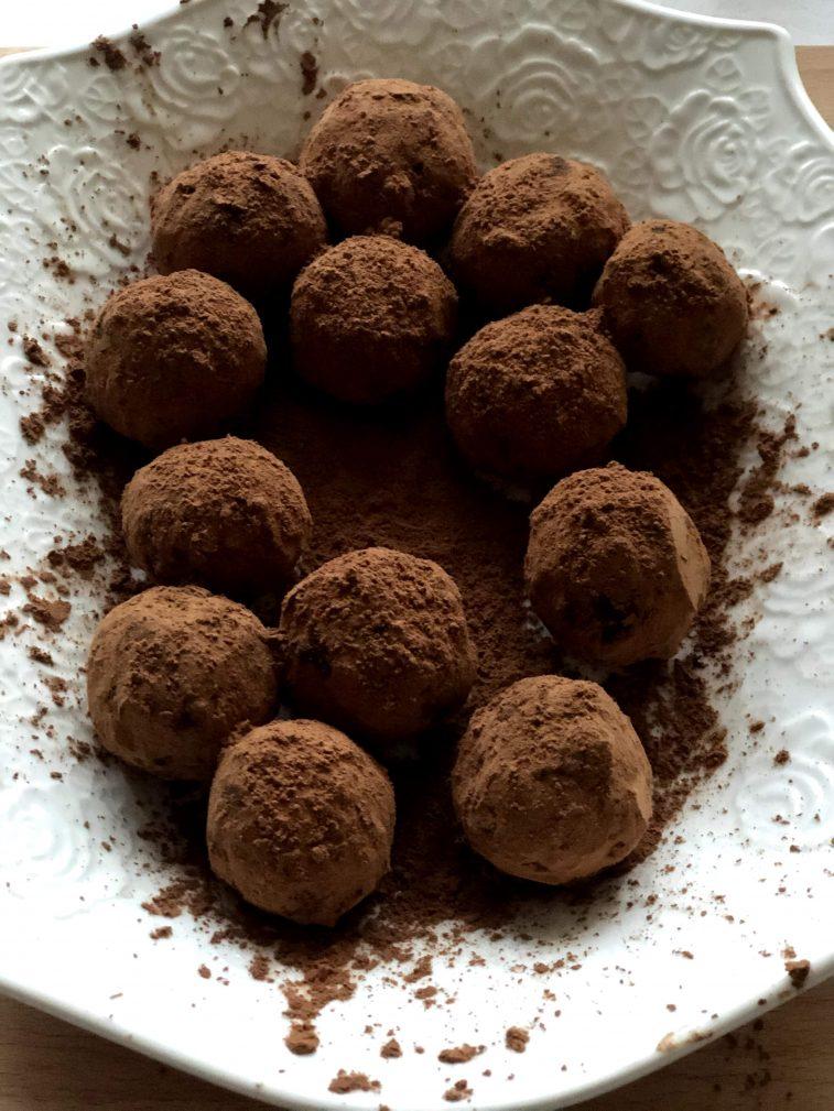 Фото рецепта - Конфеты из орехов и фиников без сахара - шаг 10