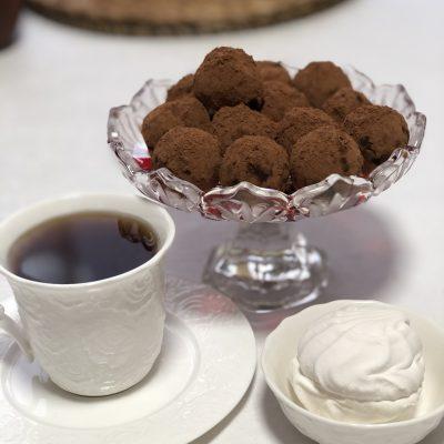 Конфеты из орехов и фиников без сахара - рецепт с фото