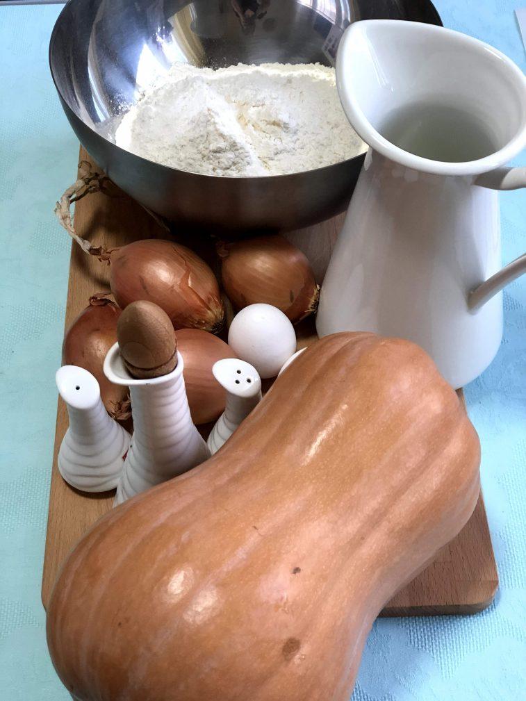 Фото рецепта - Манты с тыквой и луком - шаг 1
