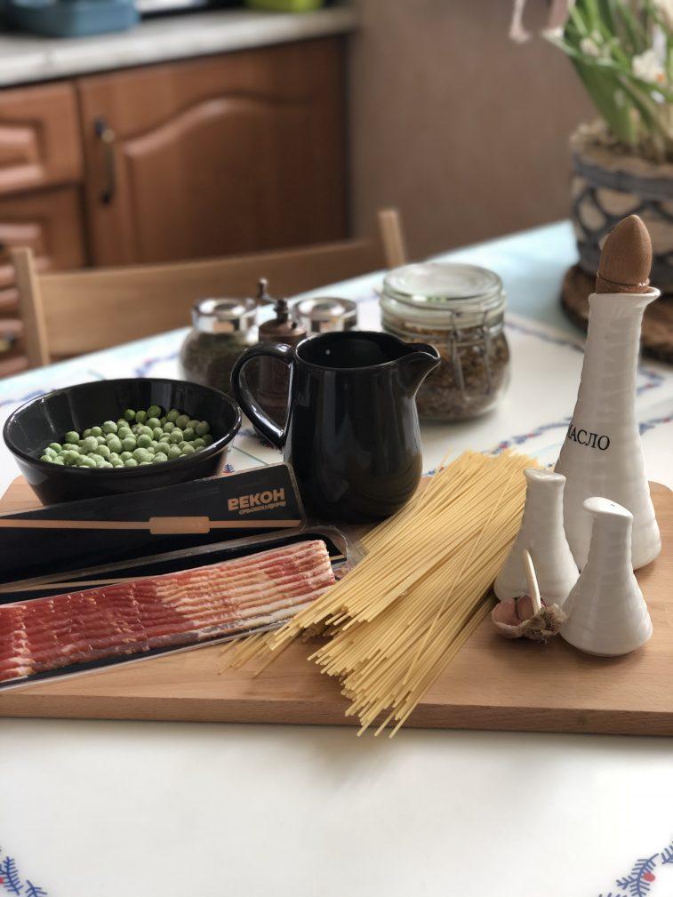 Фото рецепта - Паста с беконом и горошком в сливочном суосе - шаг 1