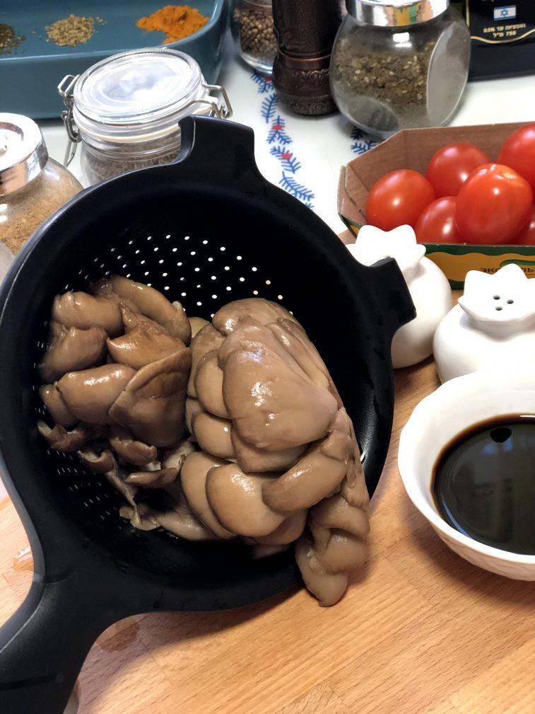 Фото рецепта - Салат с рукколой, вешенками и черри - шаг 4