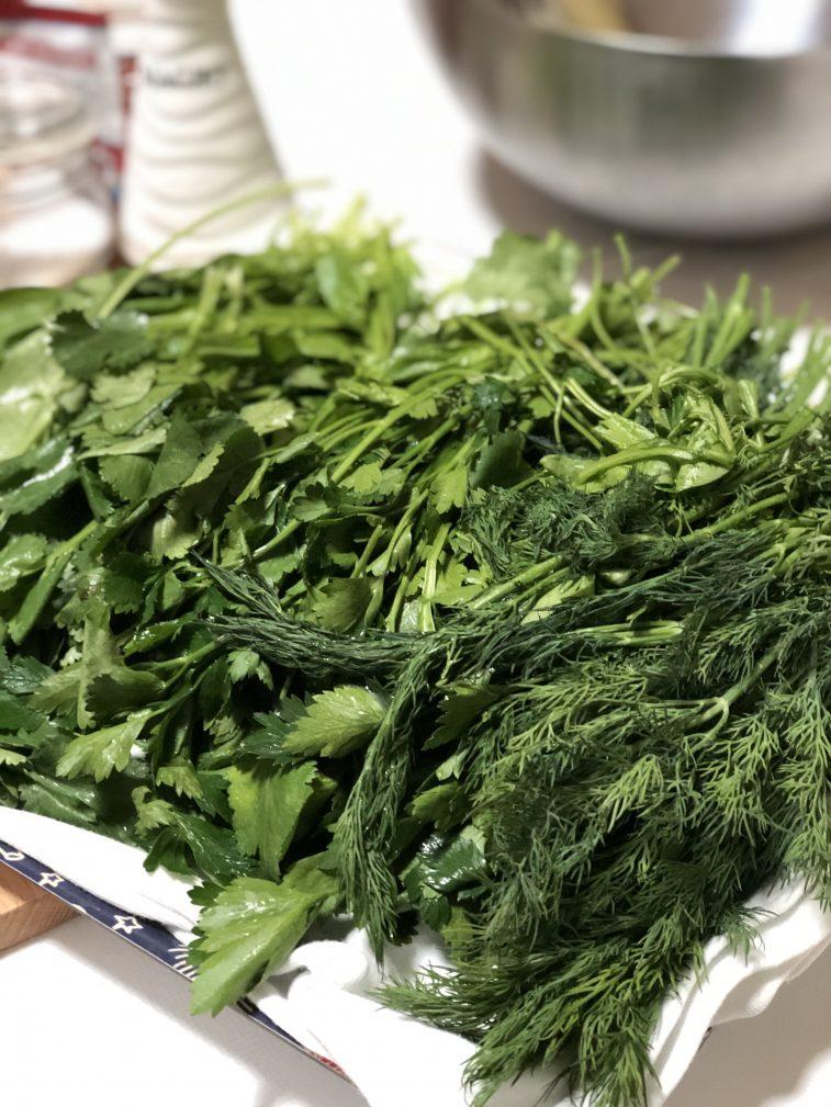 Фото рецепта - Лепешки с зеленью по-армянски - шаг 3