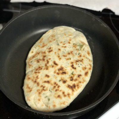 Фото рецепта - Лепешки с зеленью по-армянски - шаг 13