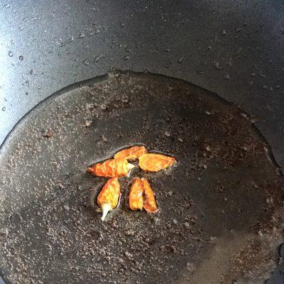Фото рецепта - Стеклянная лапша со свининой и овощами в воке - шаг 4