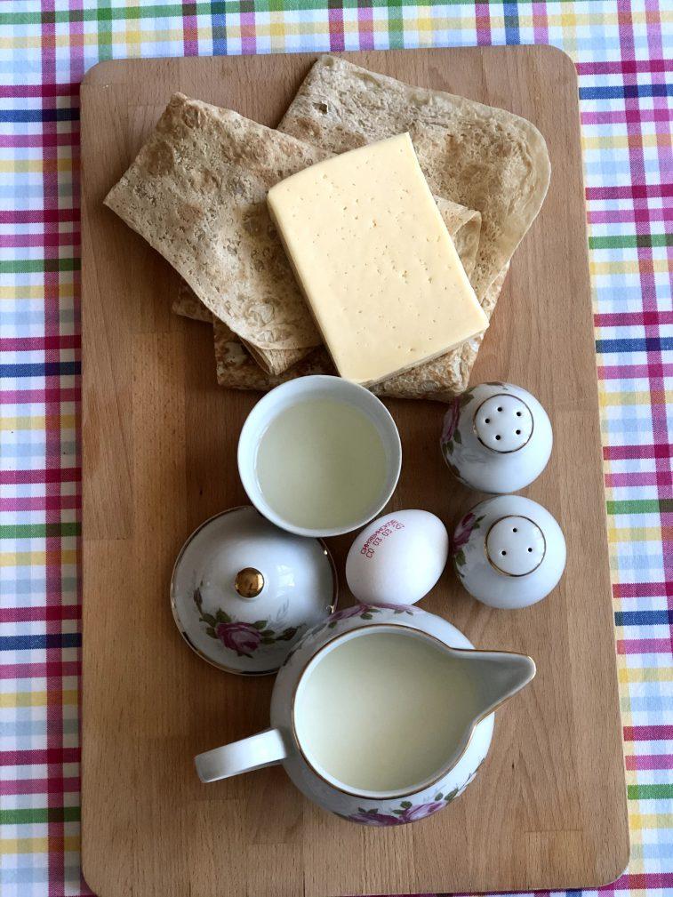 Фото рецепта - Треугольники из лаваша с сыром в кляре - шаг 1
