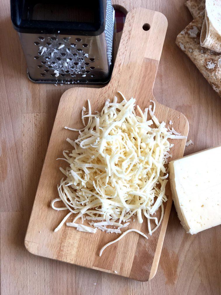Фото рецепта - Треугольники из лаваша с сыром в кляре - шаг 2