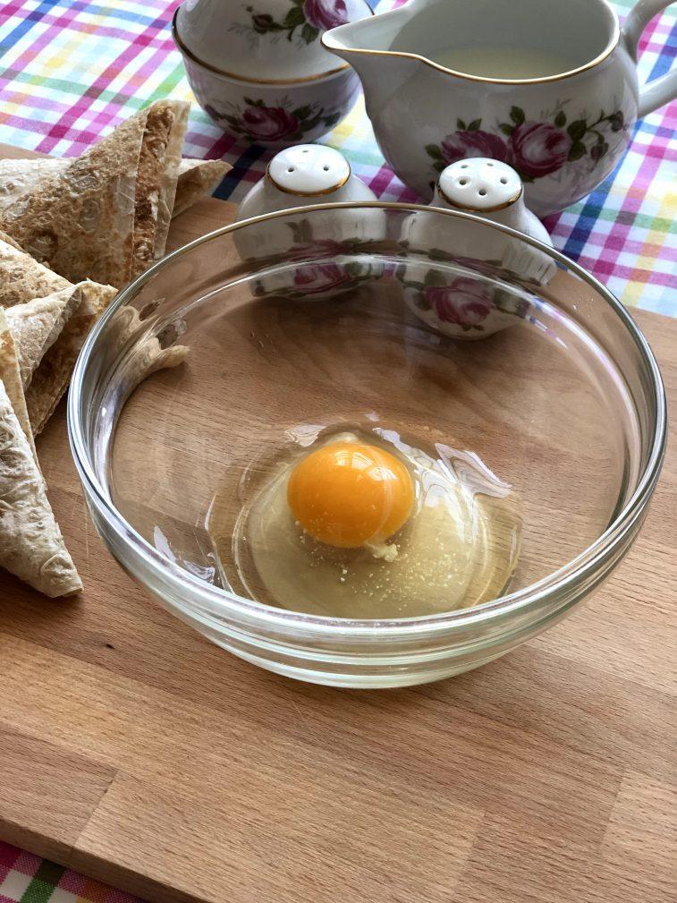 Фото рецепта - Треугольники из лаваша с сыром в кляре - шаг 7