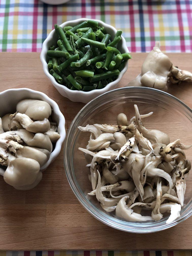 Фото рецепта - Говядина с овощами, грибами и гороховым пюре - шаг 5