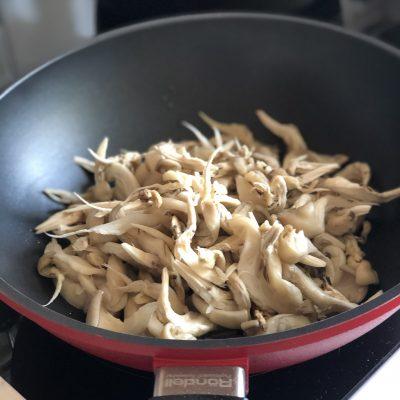 Фото рецепта - Говядина с овощами, грибами и гороховым пюре - шаг 6