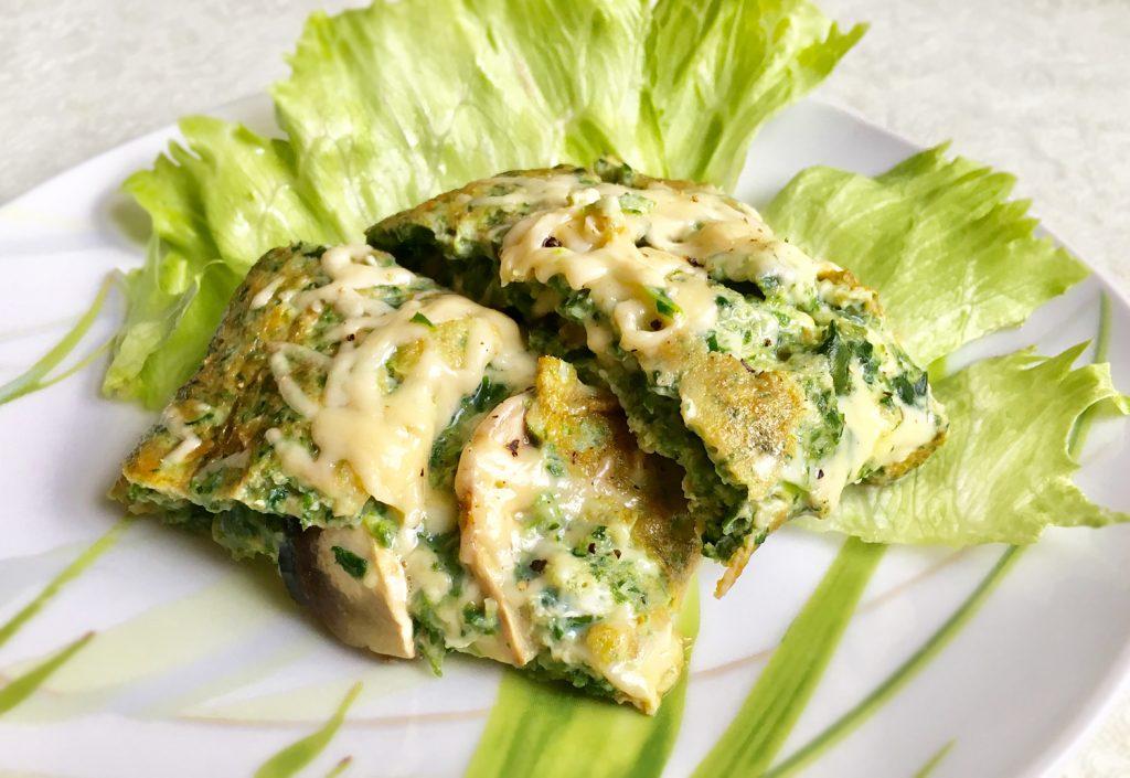 Фото рецепта - Яичница из шпината с сыром и грибами - шаг 6