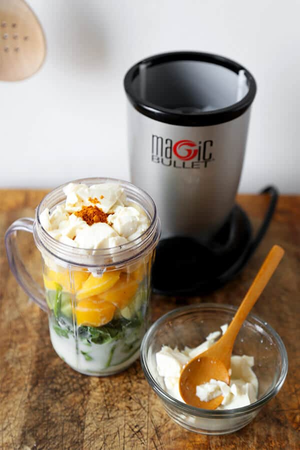 Фото рецепта - Молочный смузи из шпината, сыра и банана - шаг 2