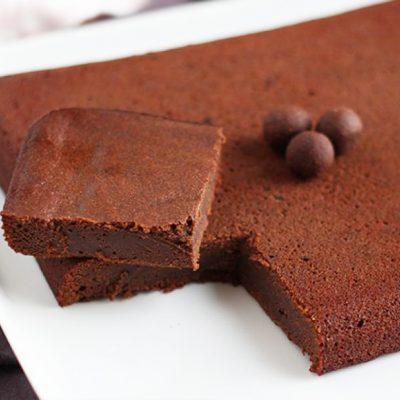 Шоколадный пирог на яблочном пюре - рецепт с фото