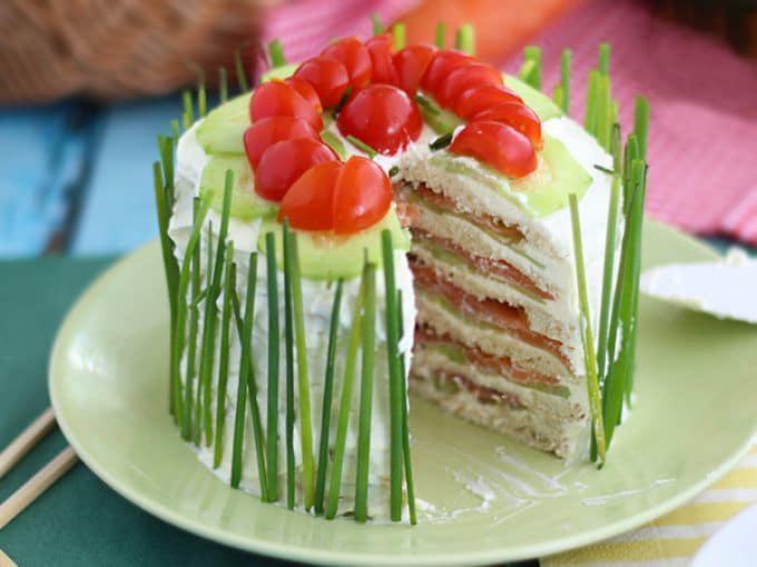 Фото рецепта - Сэндвич-торт с сыром и копченым лососем (из лепешек) - шаг 6