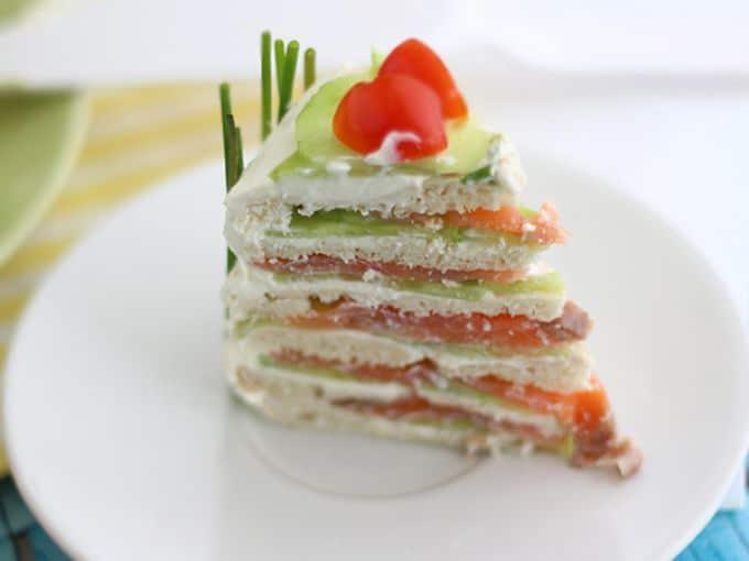 Фото рецепта - Сэндвич-торт с сыром и копченым лососем (из лепешек) - шаг 7