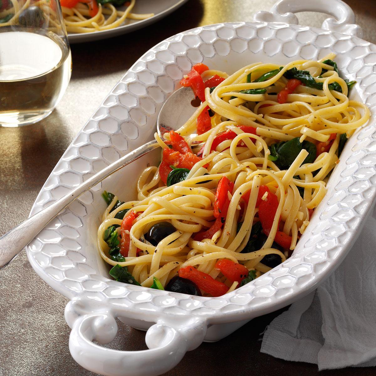 Спагетти со шпинатом и перцем