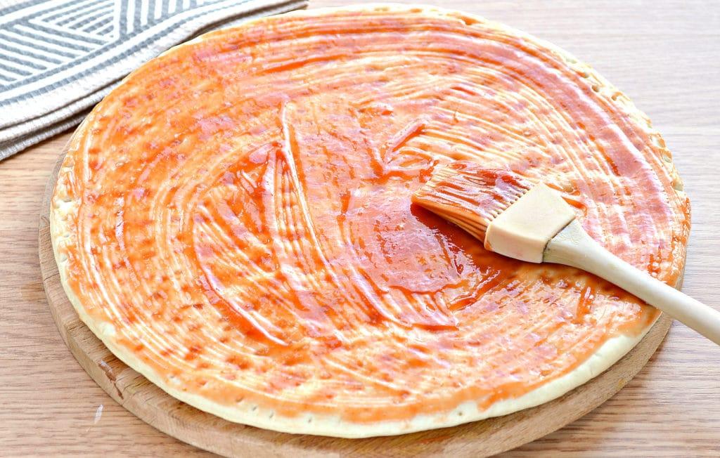 Фото рецепта - Пицца с копченой курицей, черри, ветчиной - шаг 1