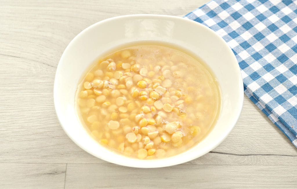 Фото рецепта - Гороховый суп с копченой курицей - шаг 1