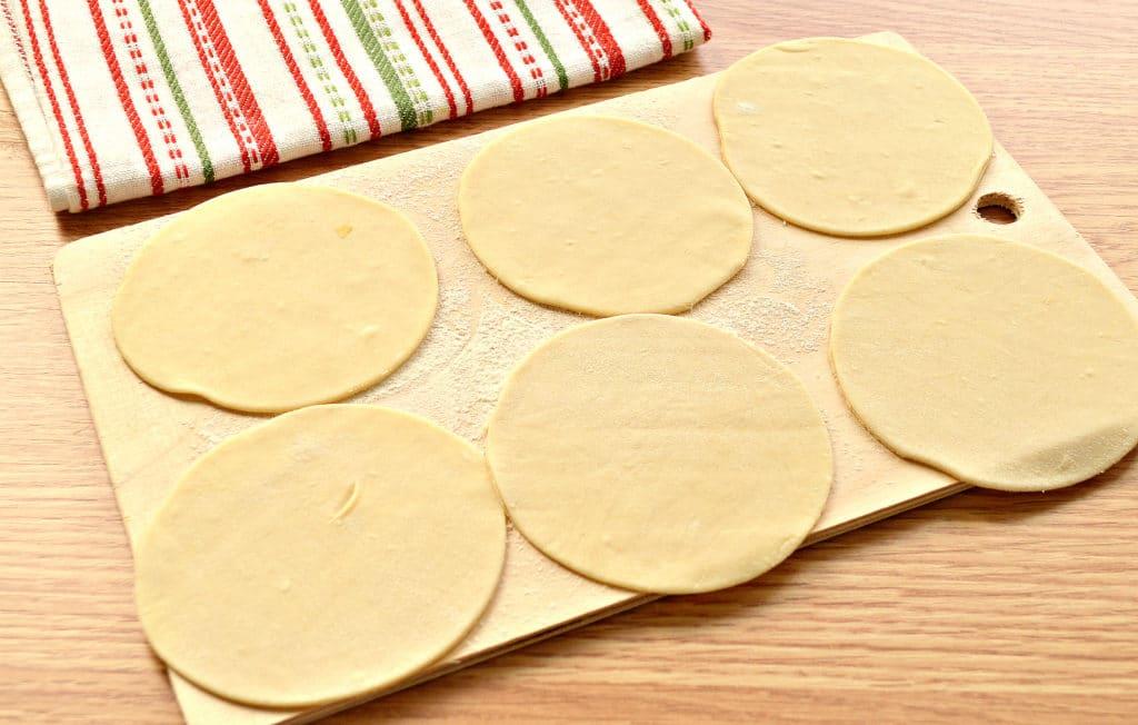 Фото рецепта - Манты «косичкой» с картофелем и фаршем - шаг 1