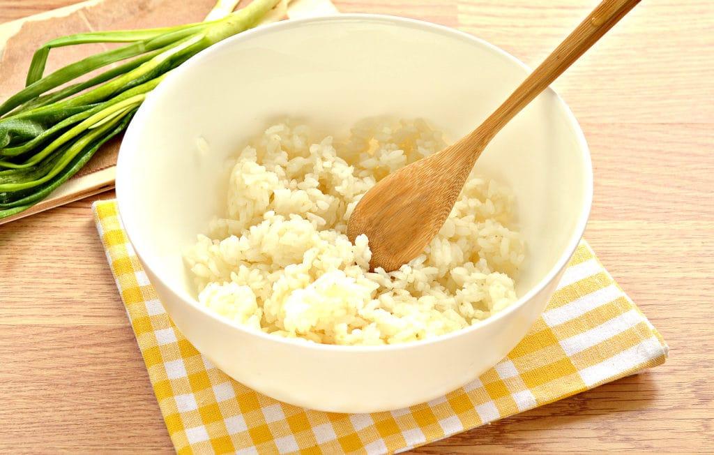 Фото рецепта - Рис с яйцом и луком (начинка для пирожков) - шаг 1